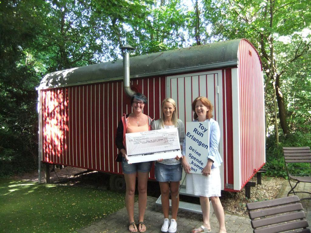 Der Erlös in Höhe von 625€ des Spendenlaufs am Sommerfest des Ev. Kinderhauses Regenbogen, Ottensoos ging an den Toy Run e.V.
